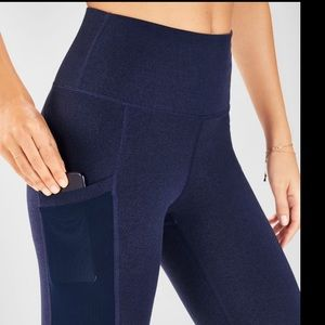 Fabletics navy high rise side pocket capris 2496